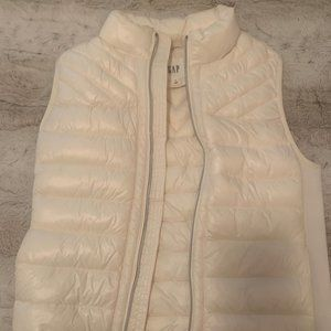 Cream puffy vest- GAP